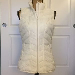 Tek Gear Cream White Quilted Vest Size Small EUC